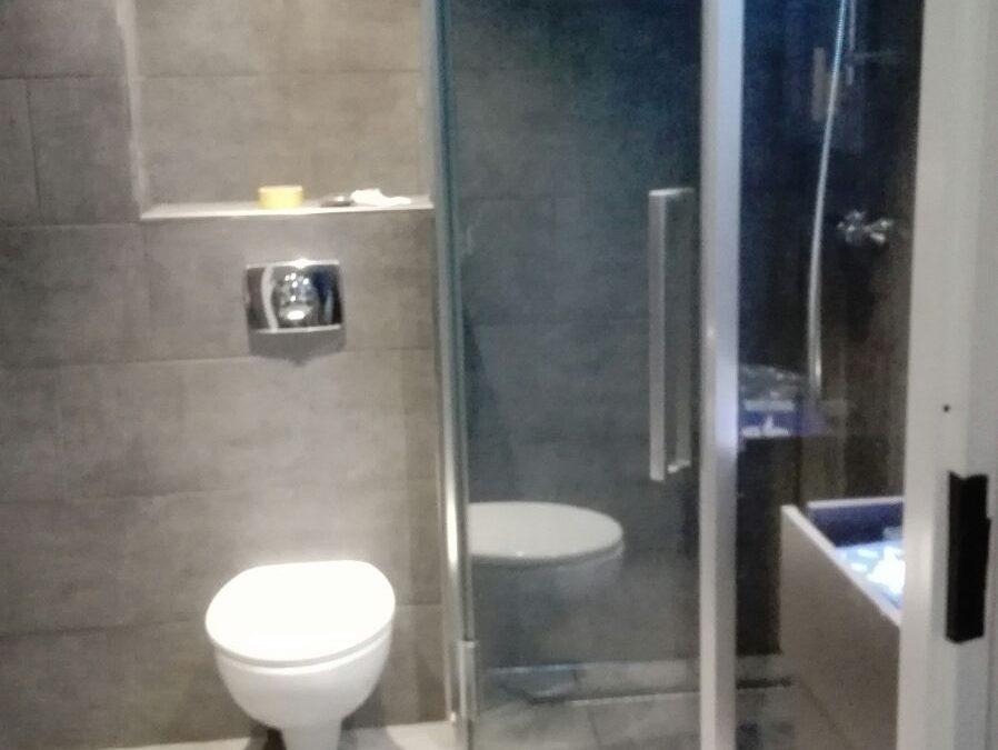 Badkamer renovatie in Hoofddorp donkere stijl